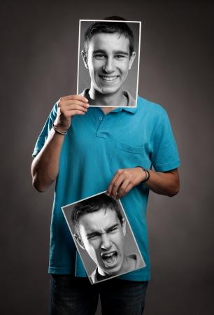 esquizofrenia: Retrato de hombre joven con dos caras