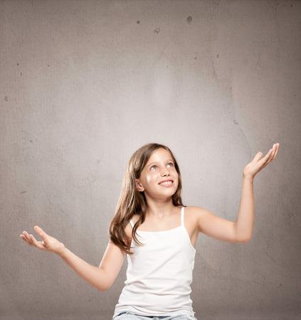 meisje jongleren met een kopie ruimte