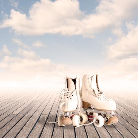Rollin patines sobre un piso de madera