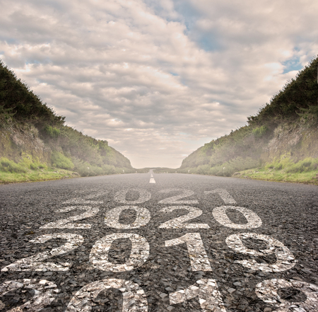 transition between year 2018 and year 2019 painted on asphalt road Stockfoto