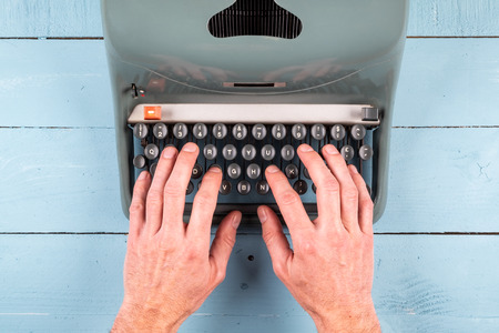 businessman hands writing on an old typewriter Stockfoto