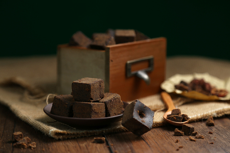 Brown sugar chunks in wooden boxes and plates