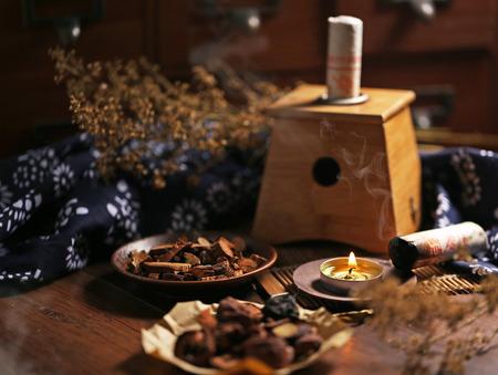 medicina tradicional china: La medicina china moxibustión Foto de archivo