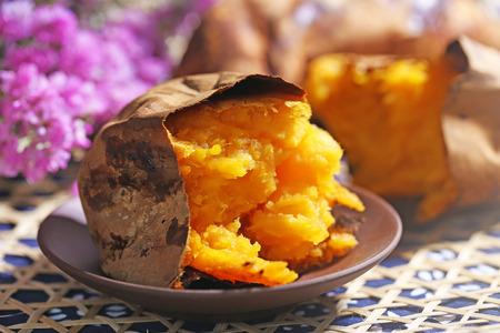 Gebackene Süßkartoffel Standard-Bild - 63716212