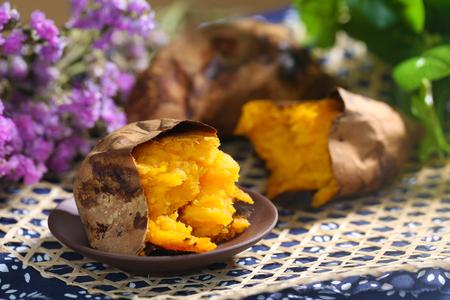 Baked sweet potato 스톡 콘텐츠