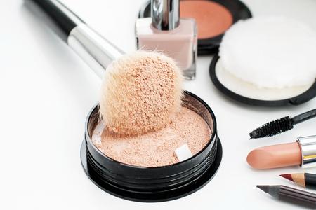 cosmeticos: compone los cosméticos de cabello natural forro animal pincel pintalabios en polvo Maskara nailpolish