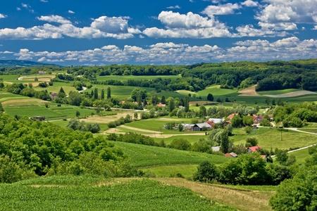 Zaistovec, 크로아티아의 봄 시간, 마을에있는 아름다운 녹색 풍경 풍경