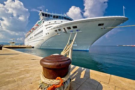 ダルマチア、クロアチア、ザダルにドックのクルーズ船