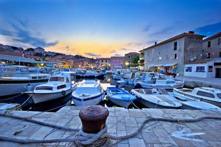 pecheur: village de pêcheurs de Sali sur Dugi Otok vue île vening, Croatie