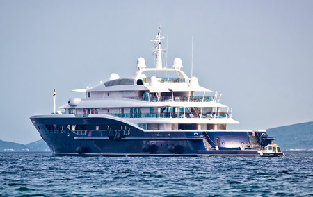 Anonymus luxury mega yacht on open sea, side view Banque d'images
