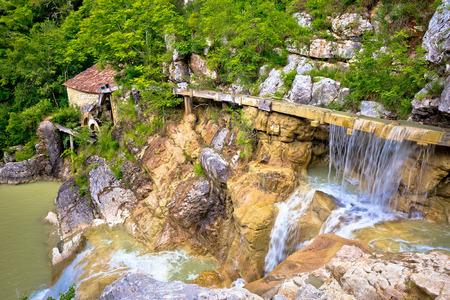 molino de agua: Pueblo de Kotle antiguo molino de agua en el río Mirna, Istria, Croacia