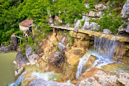 molino de agua: Village of Kotle old watermill on Mirna river, Istria, Croatia