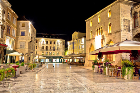 Old square in Split night view, Dalmatia, Croatia Фото со стока
