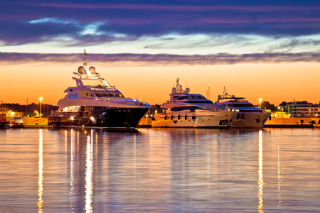 Luxury yachts harbor at golden hour view, Zadar, Croatia, Dalmatia Standard-Bild