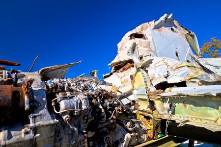Het wrakmening van de vechtersstraalvliegtuig, met blauwe hemelachtergrond
