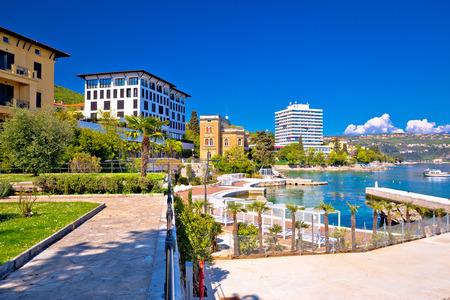 オパティヤ、クヴァルネル湾、クロアチアの高級ウォーター フロント歩道 写真素材