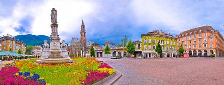 볼 차 노 메인 광장 Waltherplatz 파노라마보기, 이탈리아의 사우스 티 롤 지역 스톡 콘텐츠