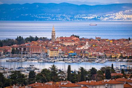 Town of Izola waterfront and bay aerial view, Slovenia coastline Foto de archivo