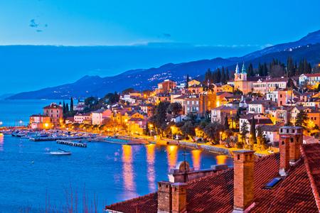 Miasto Volosko wieczorem widok na nabrzeże, Riwiera Opatija w Chorwacji Zdjęcie Seryjne