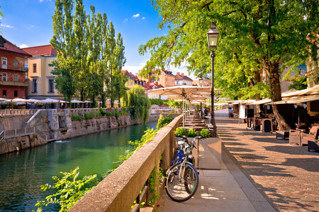 Ljubljana green riverfront promenade walkway summer view, capital of Slovenia 免版税图像