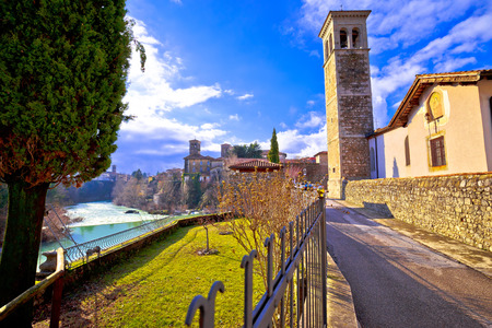 Patrimonio italiano a Cividale del Friuli Canyon del fiume Natisone e antica vista sullo skyline, regione Friuli-Venezia Giulia d'Italia
