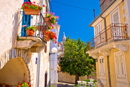Town of Omisalj old mediterranean street view, Krk island in Croatia Imagens