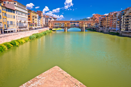 Ponte Vecchio bridge and Arno river waterfront of Florence view, Tuscany region of Italy Archivio Fotografico