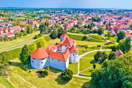 Historic town of Varazdin aerial panoramic view, northern Croatia Imagens