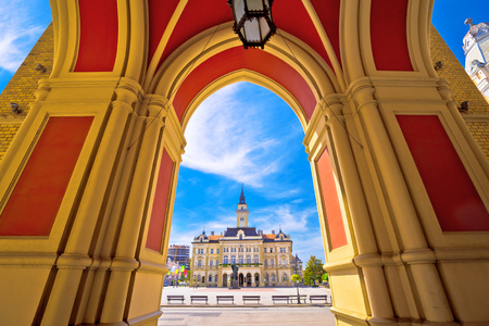 Freedom square in Novi Sad arches and architecture view, Vojvodina region of Serbia 版權商用圖片