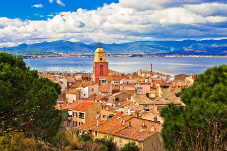 Saint Tropez village church tower and old rooftops view, famous tourist destination on Cote d Azur, Alpes-Maritimes department in southern France 免版税图像
