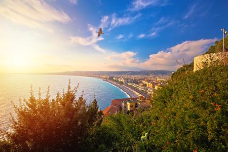 Vista aérea de la ciudad de Niza Promenade des Anglais waterfront, riviera francesa, departamento de Alpes Maritimes de Francia Foto de archivo