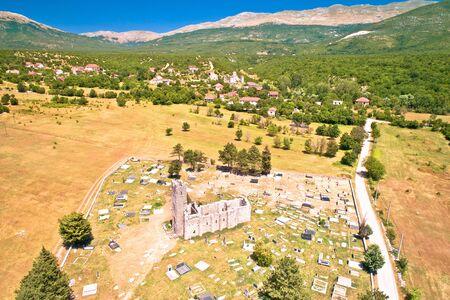 Historische Kirche der Heiligen Erlösung Ruinen in Cetina, vorromanische Kirche im dalmatinischen Hinterland Kroatiens
