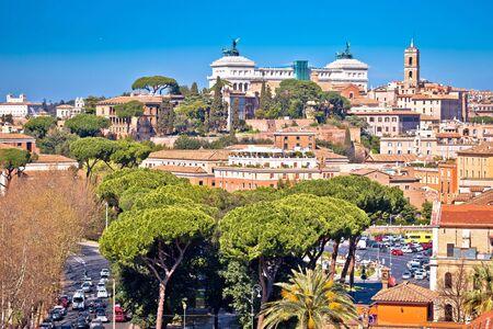 Punti di riferimento della città eterna di Roma una vista sullo skyline dei tetti, capitale d'Italia Archivio Fotografico
