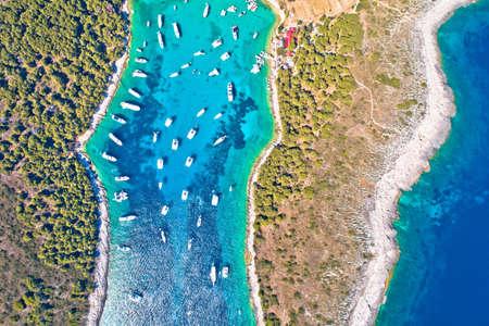 Aerial view of Palmizana, sailing cove and turquoise beach on Pakleni Otoci islands, archipelago of Hvar in Croatia 免版税图像