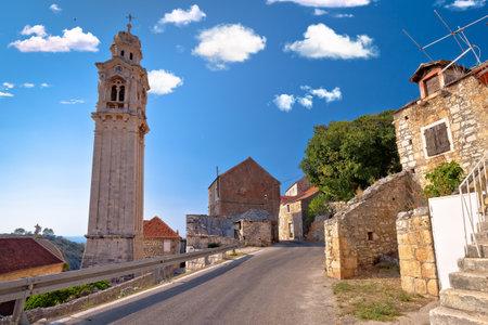 Village of Lozisca on Brac island stone street view, Dalmatia region of Croatia Standard-Bild
