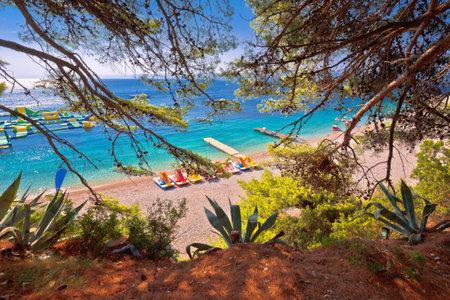Zlatni Rat famous turquoise beach in Bol on Brac island view frome pine forest, Golden Horn, Dalmatia archipelago of Croatia Standard-Bild