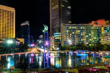 ジャカルタの高層ビルの前でセラマット大唐碑です。Bundaran ホテル インドネシアまたはスディルマン通り、ジャカルタ ホテル インドネシア ラウン