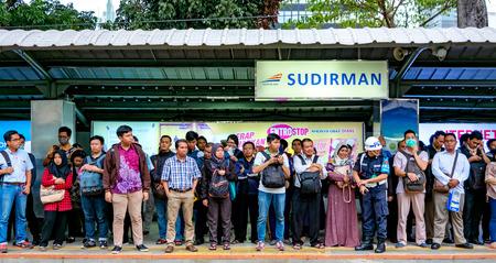 ジャカルタのスディルマン駅でキャプチャ、仕事から家に労働者の方法 報道画像