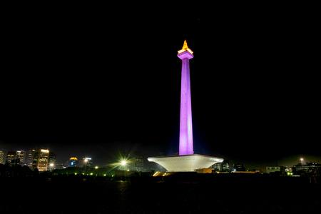 国定公園 (モナス) 夜、これはインドネシア ・ ジャカルタにおける象徴的な記念碑の 1 つ