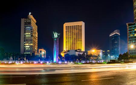 ジャカルタの高層ビルの前でセラマット大唐碑です。背後にある Bundaran ホテル インドネシア、またはロータリー ホテル インドネシア、ジャカルタ