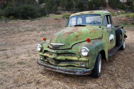 coche antiguo: Carro viejo oxidado