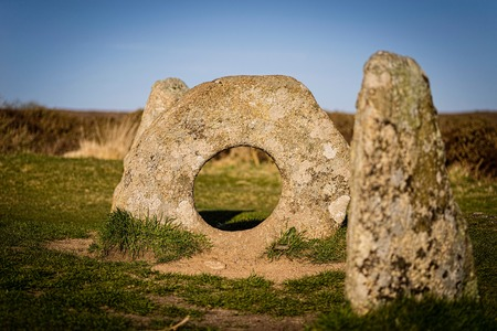 standing stone: Men-a-Tol quoit standing stone in Cornwall