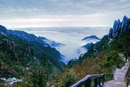 The cloud and mist of Sanqingshan mountain - Filming in  Jiangxi, China.The Sanqingshan has been listed as World Natural Heritage 免版税图像