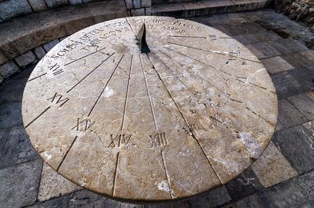manes: Sundial with latin inscription Solem detexi teque sol hic si manes tarraconis v it amor located in Tarragona, Catalonia, Spain, Europe Stock Photo