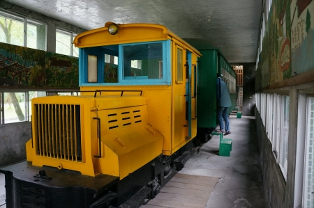 Old yellow train displayed in building Archivio Fotografico