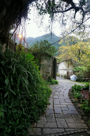 Path to old houses