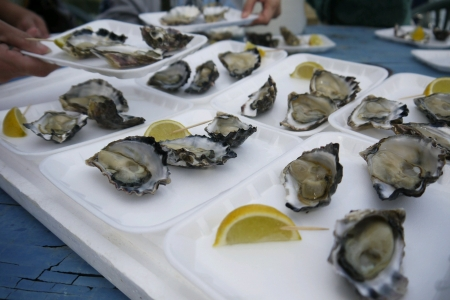 Raw oysters served with lemon