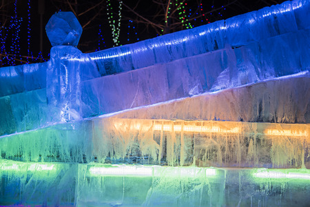Night Scenery of Ice Sculptures in Urban Parks Foto de archivo