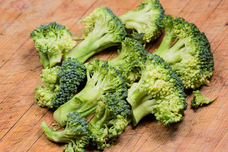 Cut the broccoli with a knife and place it on the cutting board