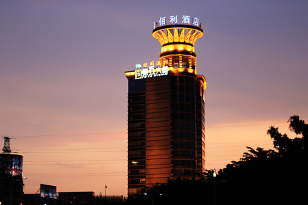 hotel building: Kimberly hotel building in the evening night Editorial